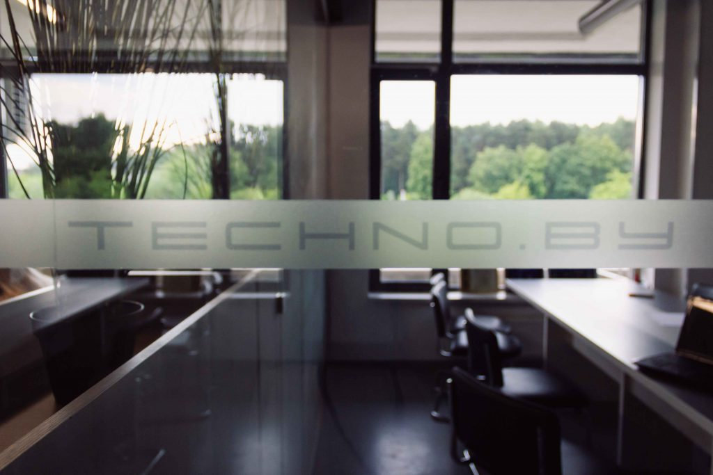 Надпись Techno.by в офисе С-Видео